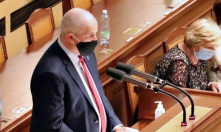 Nouzový stav: Debata ve sněmovně