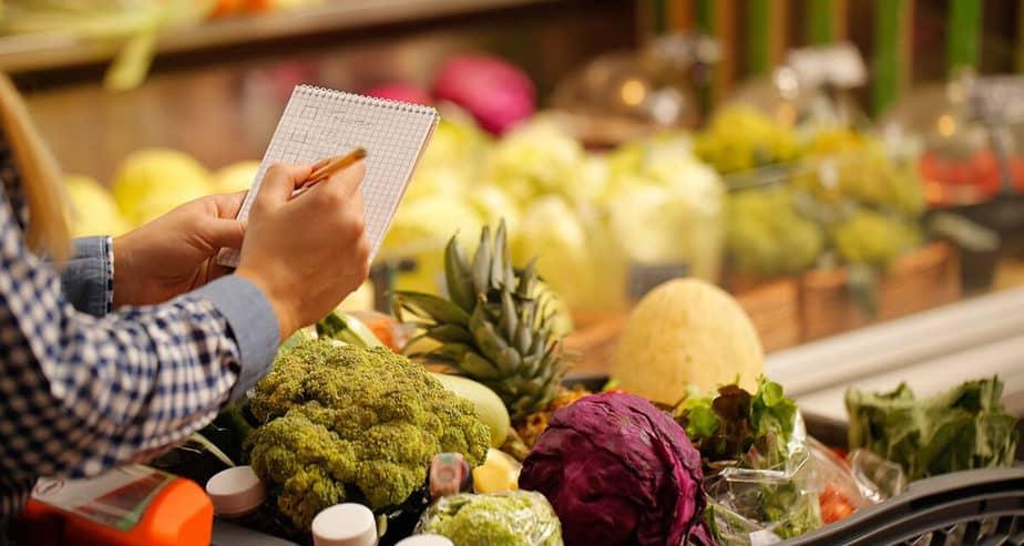 Jak neplýtvat jídlem? Nakupujte a vařte chytře