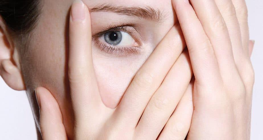 TIK V OKU: Nejčastější důvody, proč vás trápí