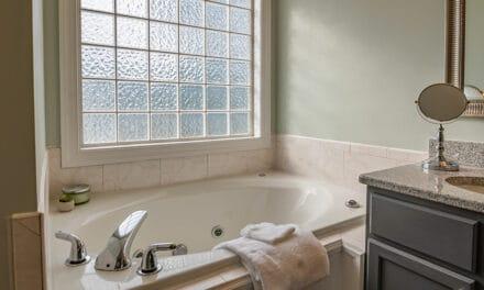 Jak zařídit koupelnu bezpečně a vkusně? Na tohle si dejte pozor