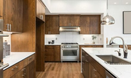 Jakou podlahu zvolit do kuchyně? Už dávno neplatí, že dlažba je ta nejlepší volba!