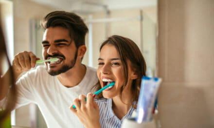 Jak si správně čistit zuby aneb kartáček nestačí