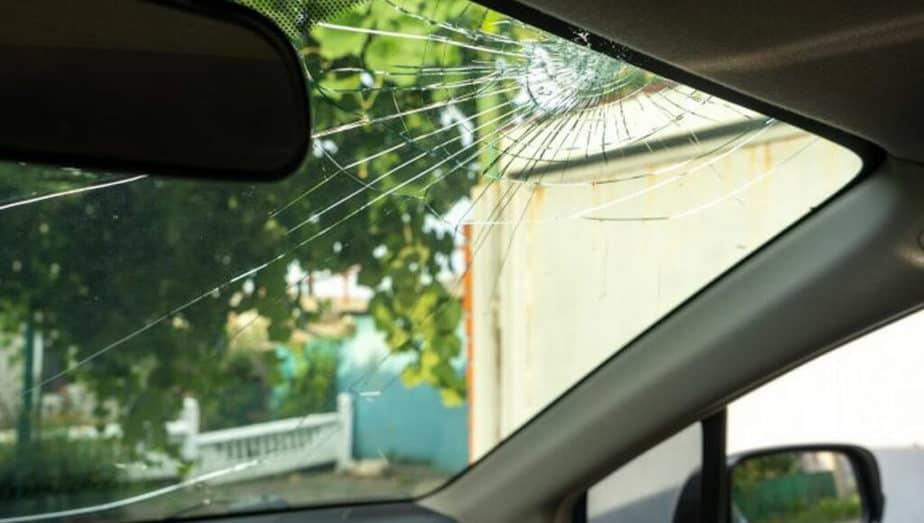 rozbite-predni-sklo
